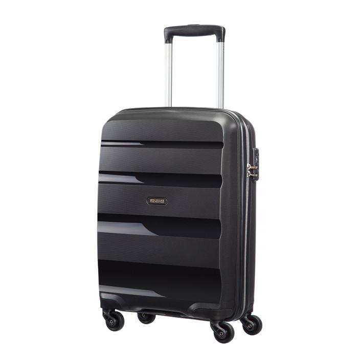 149273d1943 Deze koffer is gemaakt van 100% polypropyleen en is verkrijgbaar in zes  verschillende kleuren. Hij heeft 4 spinner wielen, dit wil zeggen dat de  wielen alle ...