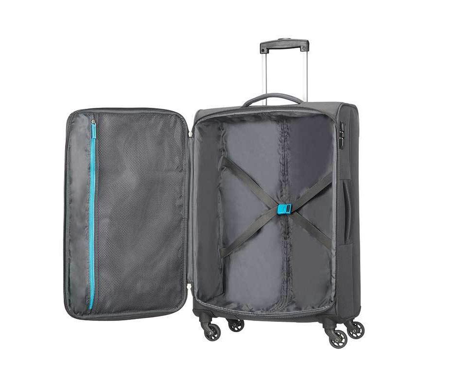 7819ca84379 Deze Funshine koffer van American Tourister is ook te koop bij de Blokker.  Het is een zachte koffer die maximaal gebruik maakt van de ruimte dankzij  de ...